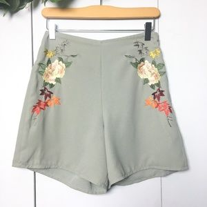 NWT🌟 TOPSHOP Mint Olive Floral Embroidered Shorts